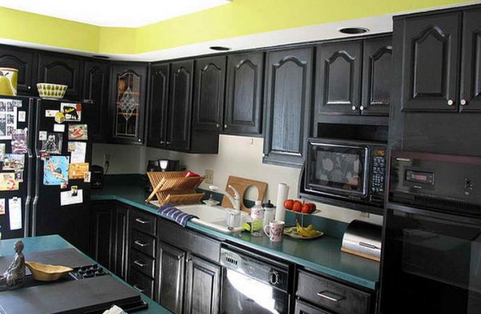 Using Black Kitchen Cabinets