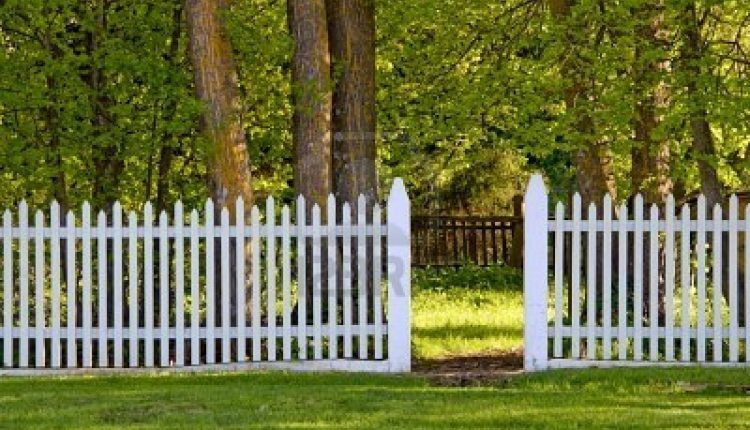 Hiring Fence Contractor1
