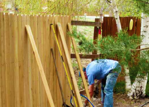 Choosing the Right Fence Repair Company